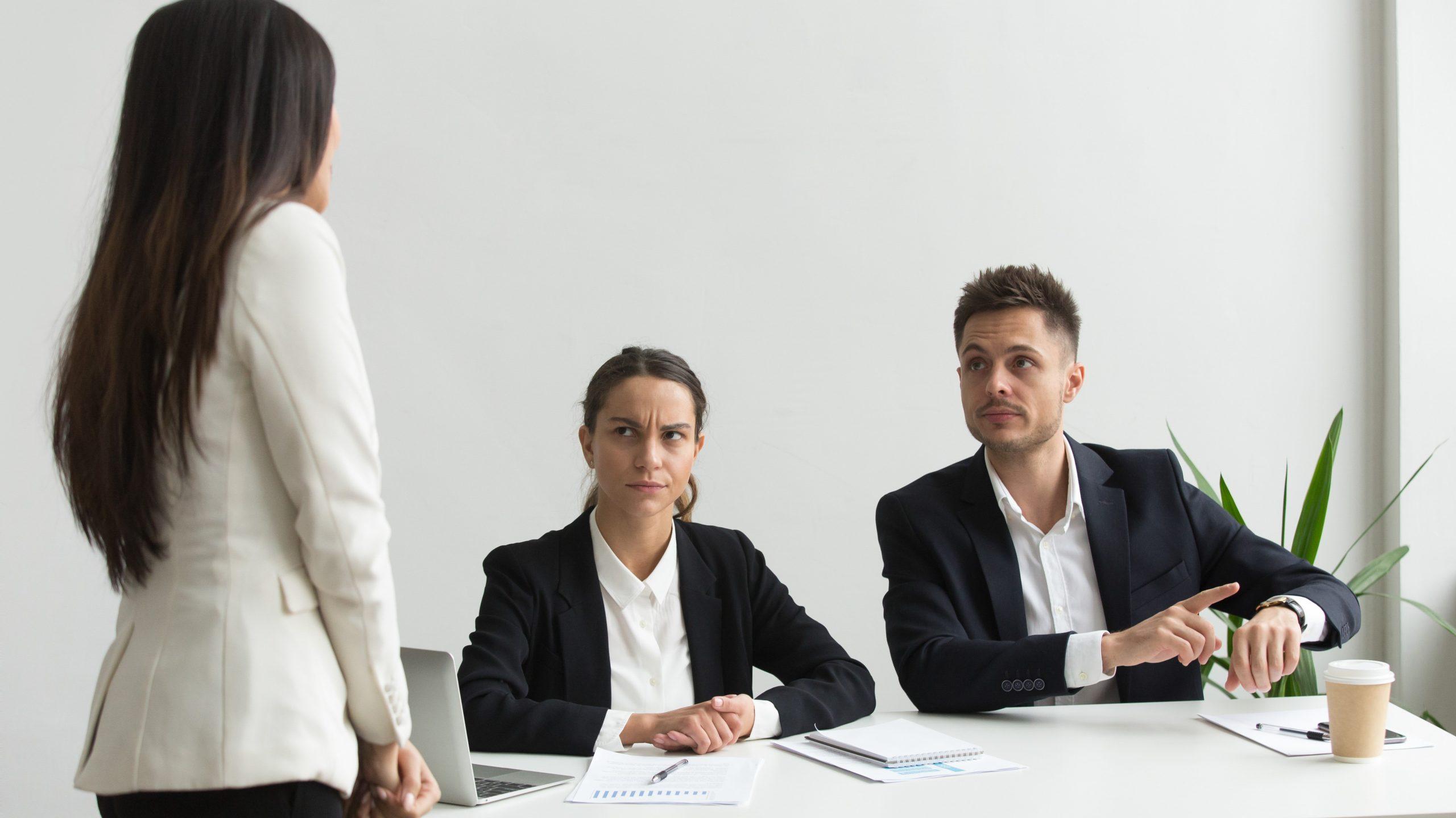 Đi làm muộn sẽ giảm năng suất lao động so với người đi làm đúng giờ